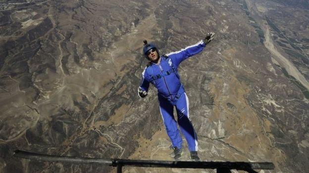 Luke Aikins entrenando para el salto