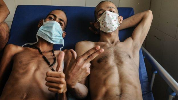 Dos reos en la enfermería de la PGV