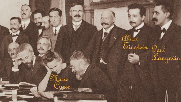 Einstein, Langevin y Curie se conocían. Aquí están en una conferencia de Física en Bruselas ese mismo año. SCIENCE & SOCIETY PICTURE LIBRARY