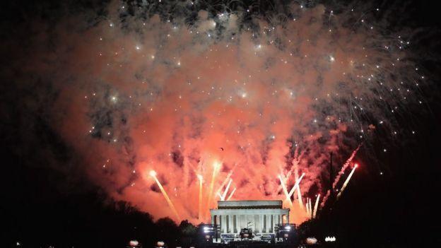 Fuegos artificiales en el Monumento a Lincoln