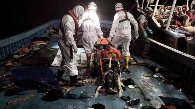 El Guardacostas llevó a los inmigrantes a puertos italianos y recuperó los cadáveres