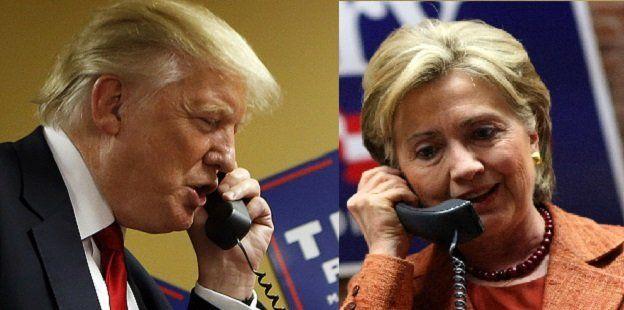 Donald Trump y Hillary Clinton con teléfonos en la mano.