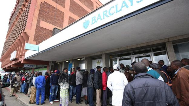Customers wait in a queue outside a Barclays bank branch in Harare, Zimbabwe, 27 May 2016.