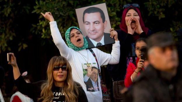 حكم نهائي ببراءة الرئيس المصري السابق حسني مبارك من تهمة قتل متظاهرين _94912203_3b89ff77-4765-41d8-a135-b930581b42b8