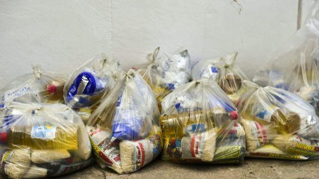 Bolsas de comida repartidas por los CLAP.