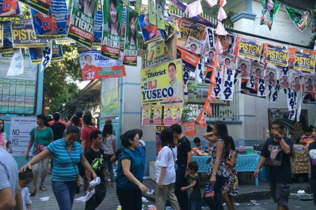 Scene outside a polling station in Manila, Philippines (9 May 2016)