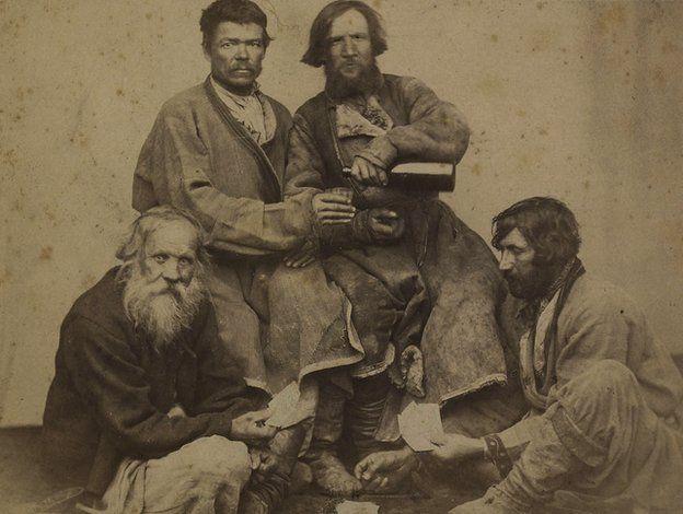 Пьющие крестьяне, архив
