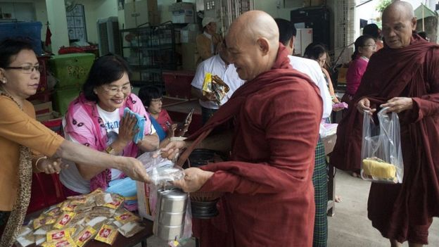 Myanmar'da yardımseverler