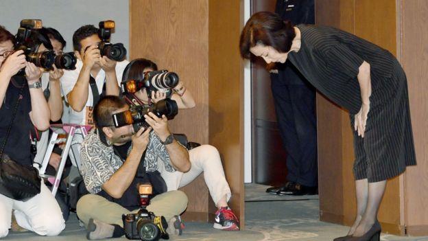 La actriz Atsuko Takahata en una conferencia de prensa