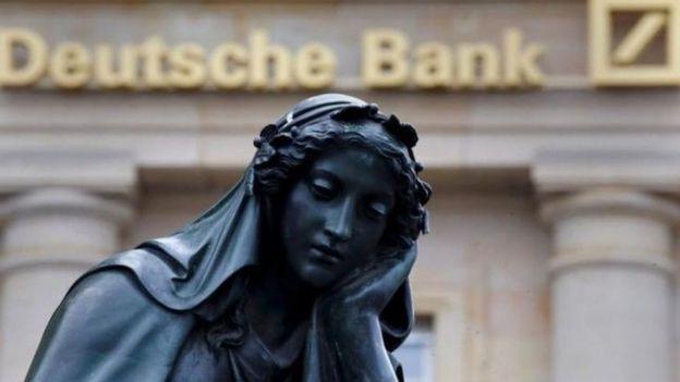 Estatua frente a Deutsche Bank