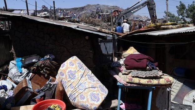 35 personnes ont été tuées et des dizaines d'autres blessées par l'éboulement des ordures de la plus grande décharge du pays
