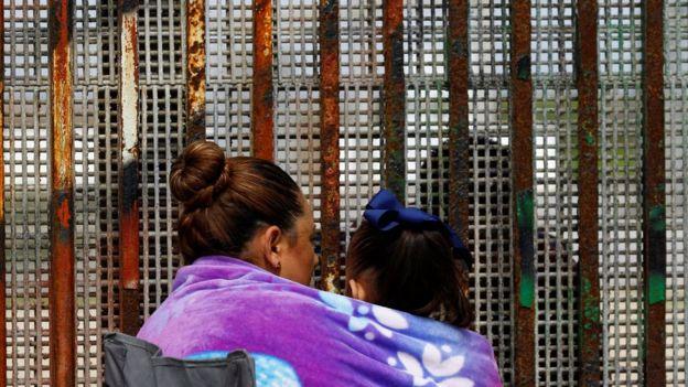 Familiares en la frontera