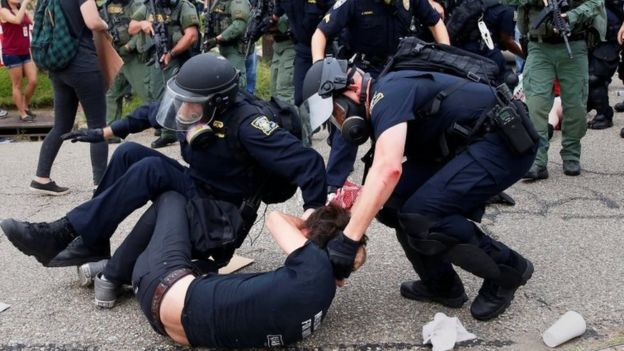 Police detain a demonstrator in Baton Rouge. Photo: 10 July 2016