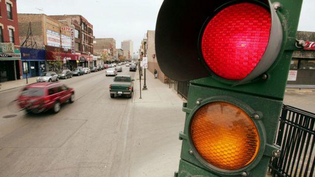 Un semáforo en operación.