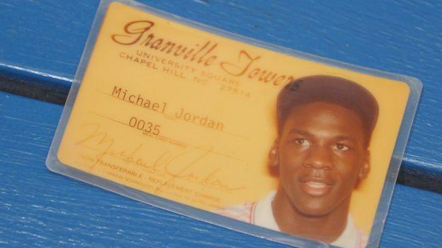 Identificación universitaria de Michael Jordan