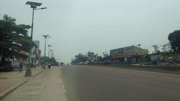 Un calme plat règne dans les rues de la capitale Kinshasa , lundi matin, jour de l'expiration du second mandat du président congolais Joseph Kabila.