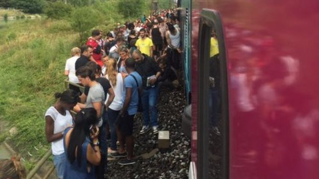 Passengers wait outside train after crash in Herault (17 Aug)