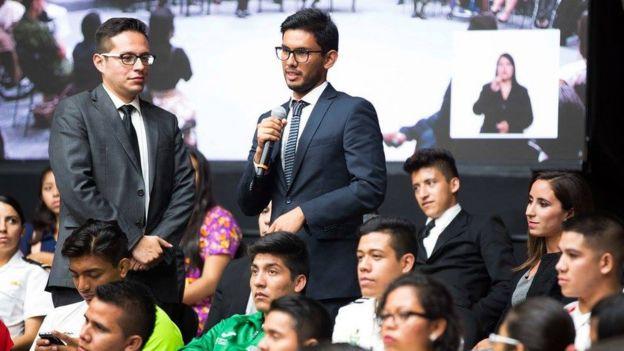 José Ramón Guardiola pregunta al presidente Peña Nieto