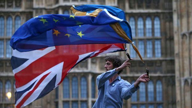 El resultado del referendo desató protestas entre los partidarios de seguir en la UE.