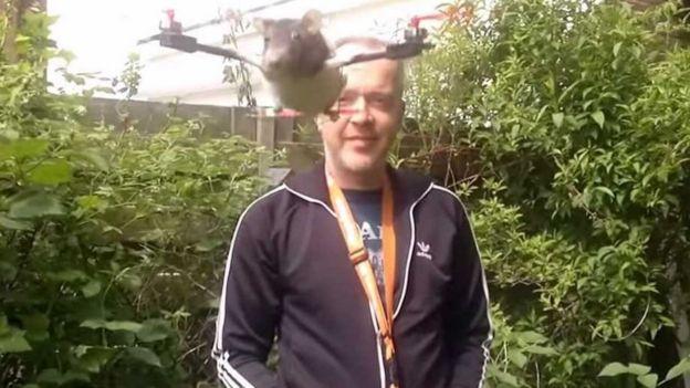Arjen Beltman y un ratón dron.