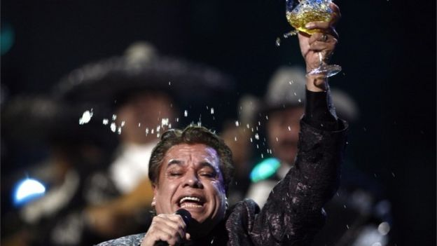 Juan Gabriel performs at the 10th Annual Latin Grammy Awards in Las Vegas (5/11/2009)