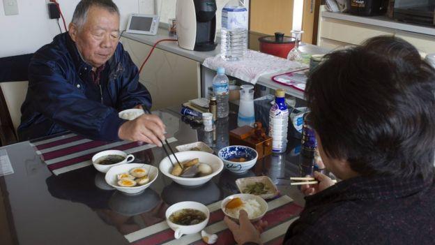 Japoneses comiendo