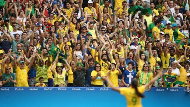 Hinchada brasileña en el Maracaná