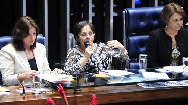 Maria da Penha participa de evento no Congresso por ocasião dos dez anos da lei que leva seu nome