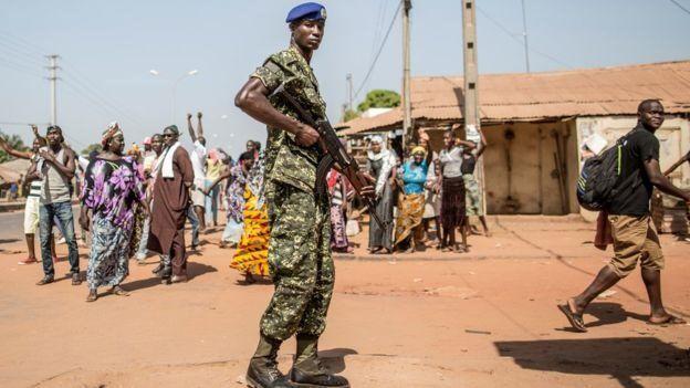 Militar en Gambia.