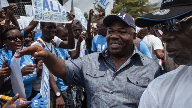 Ali Bongo amekuwa akijiburudisha na mwenye utani wakati wa kampeni zake