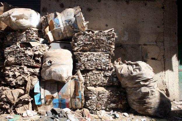 Pilhas de lixo no Cairo