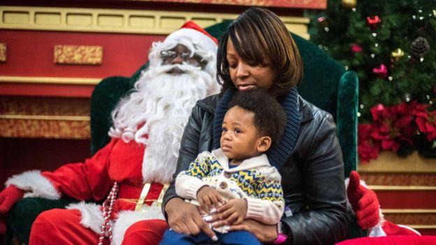 Bianca and Harlem Robinson with Santa, Iverson Mall
