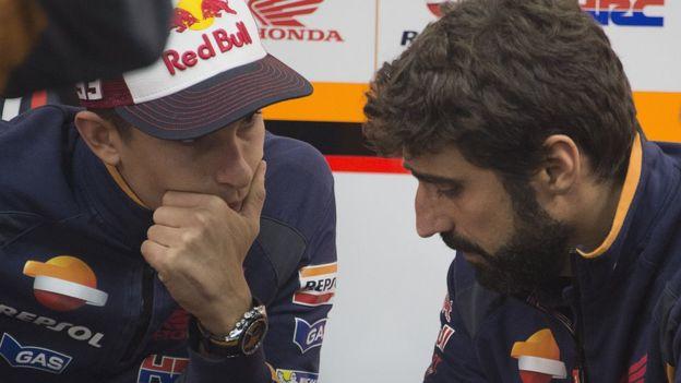 Márquez conversa con Santi Hernández