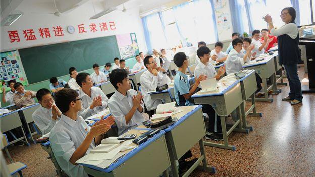 En el salón de clase, aprendiendo