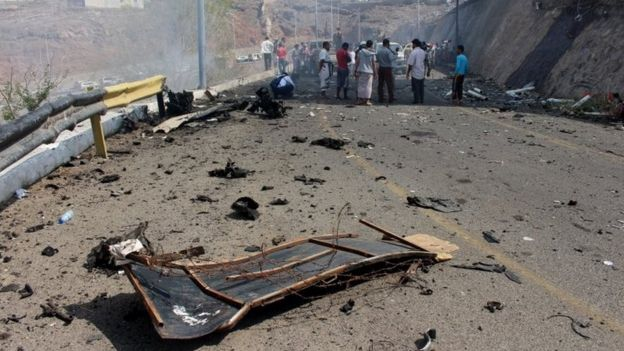 Yemenis inspect the scene of a car bomb attack that killed Aden Governor Jaafar Mohammed Saad in the south of the port city ()6 December 2015)