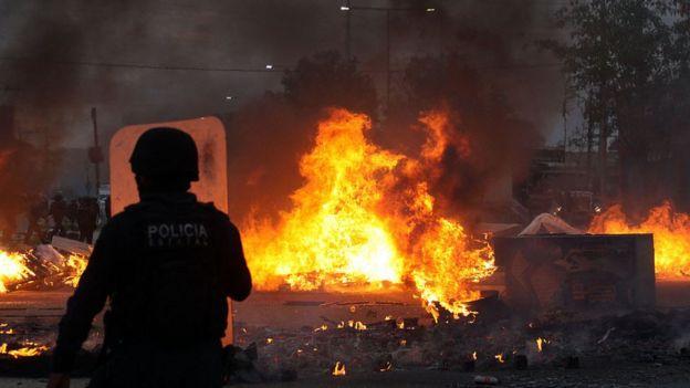 Pelo menos seis pessoas morreram e outras 50 ficaram feridas nos confrontos de Oaxaca, no sul do México