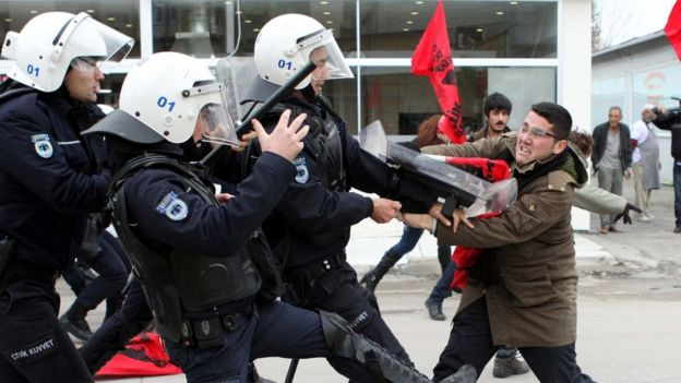 İncirk Üssü yakınlarından yıllardır, özellikle sol gruplar tarafından protesto göterileri düzenleniyor.