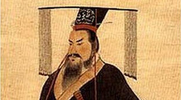 Imperador Qin Shi Huang - DOMÍNIO PÚBLICO (Imagem) Qin Shi Huang viveu entre 259-210 a.C. e se tornou o Primeiro Imperador da China. Fonte: http://www.bbc.com/portuguese/curiosidades-37653682?post_id=1012577935421491_1335839249762023#_=_