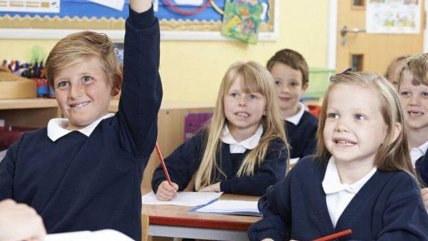 دختربچهها، حتی در شش سالگی، فکر میکنند استعدادشان از پسرها کمتر است جیمز گالاگر گزارشگر بهداشت و علم بیبیسی