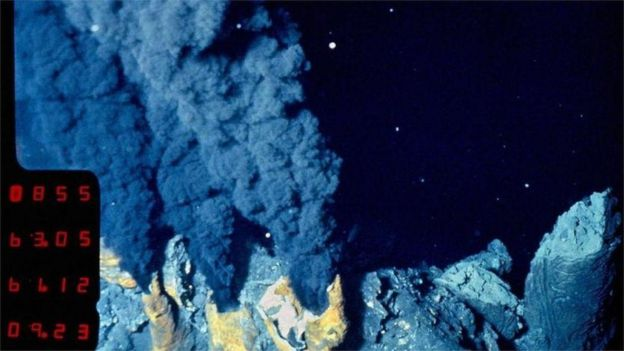 Okyanus tabanında hidrotermal baca