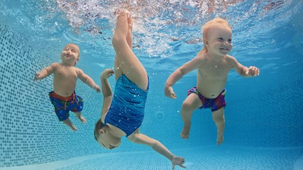 Niños en el agua