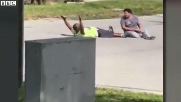 La policía dijo que recibió un llamado alertando sobre un hombre armado que quería suicidarse.