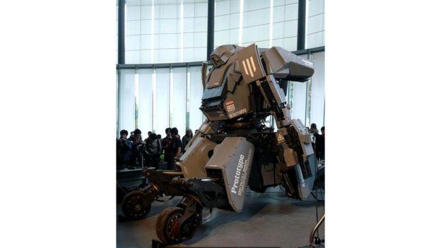 Колеса робота Kuratas - компромисс, призванный устранить технические сложности, которые возникают при создании двуногих механизмов
