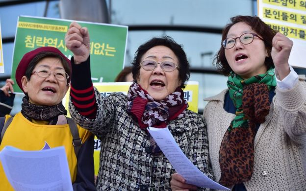 South Korean former 'comfort woman' Lee Yong-Soo (C), who was forcibly recruited to work in Japanese wartime military brothels, and her supporters demonstrate near the Japanese embassy in Seoul on 30 October 2015