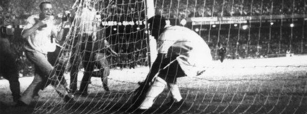 Pele scores his 1,000th goal in 1969