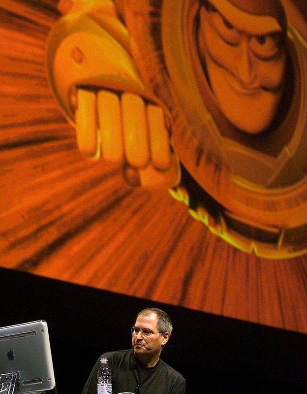 Steve Jobs con personaje de Toy Story detrás.