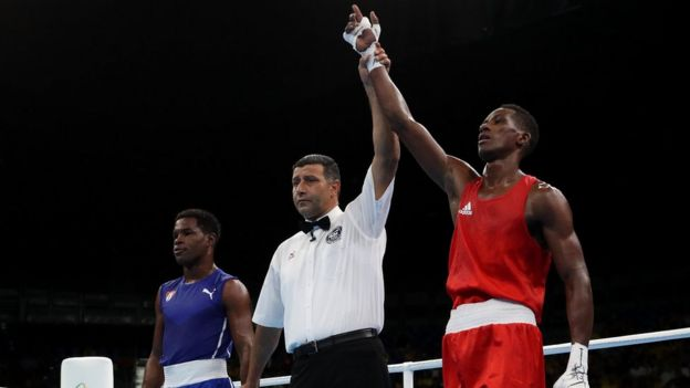 Lorenzo Sotomayor es declarado vencedor de su pelea con Yasnil Toledo