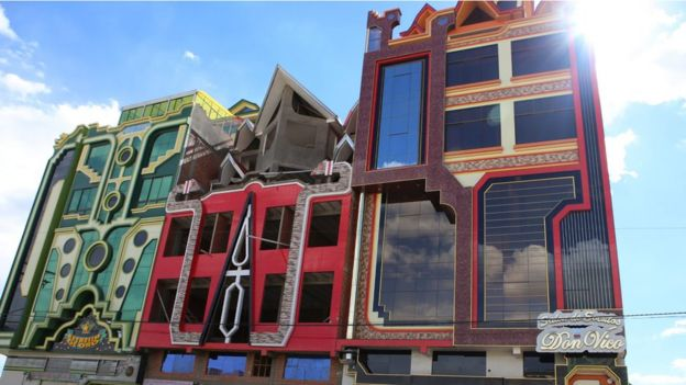 Tre cholets a El Alto