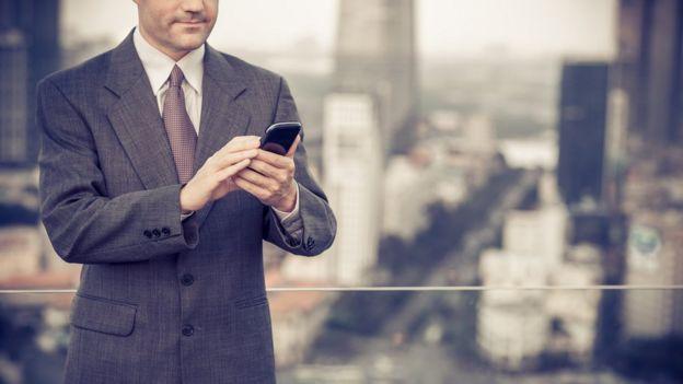Executivos com grande carga de trabalho procuram mais ajuda, diz pesquisadora