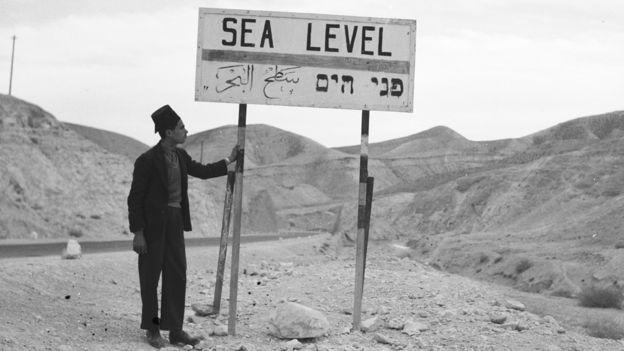 Cartel del 1 de diciembre de 1936 mostrando el nivel del mar.